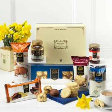 Ringtons Limited Edition Marie Curie A Cosy Blooming Great Tea Party Hamper